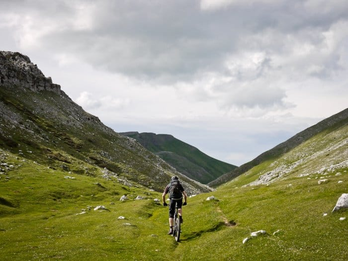 basquemtb-extreme-singletrack-downhill-switchbacks-rock-10