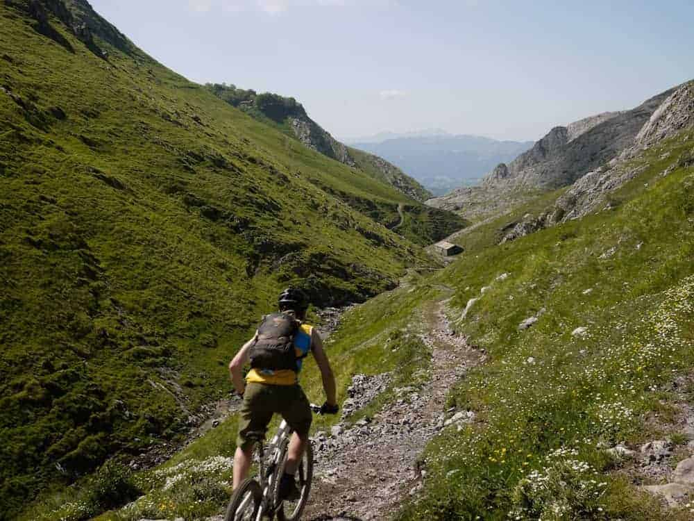 basquemtb-extreme-singletrack-downhill-switchbacks-rock-20